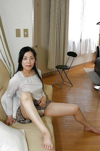 Mature asian lady Mari Inui..