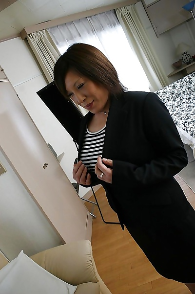 Asian MILF thither pantyhose..