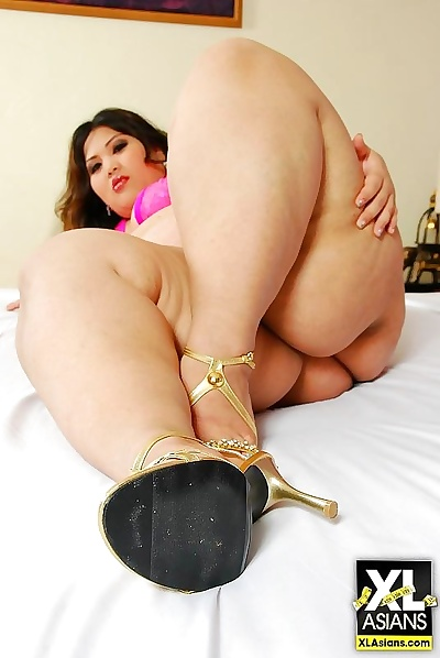 Asian bbw pear flaunts a..