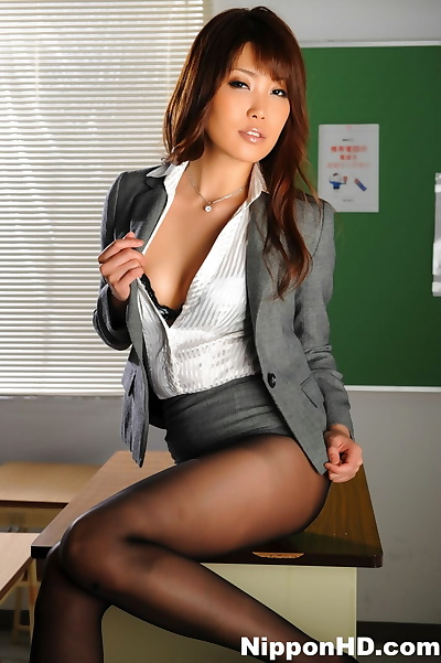 Hot Asian chick blows a..