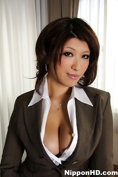 Japanese MILF exposes big..