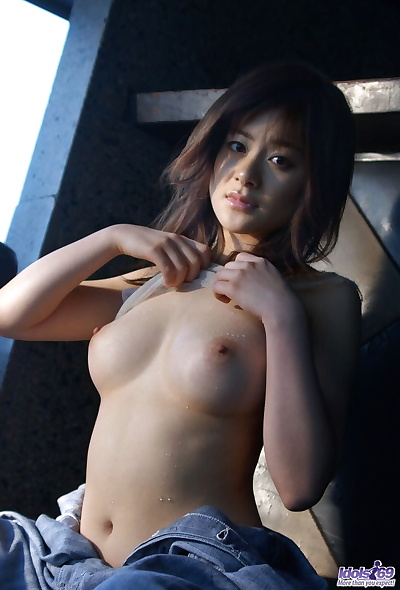Asian bird Sumire Aida touts..